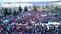 """PSD uneşte românii, ziua şi mitingul! 10.000 de oameni de la uzinele Dacia protestează din cauza """"delirului fiscal"""" al guvernului"""