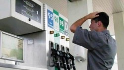 Reintroducerea supraaccizei de 32 bani pe litru a scumpit carburanţii cu aproape 1 leu!