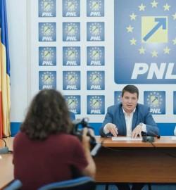 """Bogdan Boca (PNL): """"Solicit demisia consilierilor PSD-ALDE din Consiliul Local Municipal pentru neparticipare la ședințe!"""""""