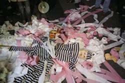 Protest cu hârtie igienică în faţa Guvernului
