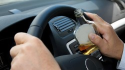 S-a urcat băut la volan și a lovit un autoturism parcat regulamentar