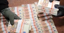 Peste 900.000 bancnote false fabricate la Oradea, însumând 28 milioane de euro, confiscate de poliţiştii italieni
