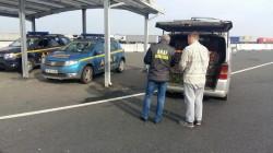 Textile şi anvelope în valoare de peste 2,5 milioane euro confiscate de către inspectorii antifraudă în două vămi din Arad