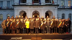 """Moţiunea """"PSDragnea, în campanie mumă, la putere ciumă"""", citită în faţa Prefecturii Arad"""