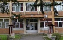 Zeci de elevi s-au îmbolnăvit de la apa potabilă la o şcoală din Ineu. Începe ancheta sanitară!
