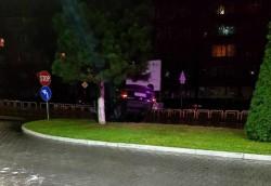 Accident spectaculos la Podgoria! Un arădean s-a dat cu maşina peste cap, chiar pe pasarela care duce către cartierul Grădişte