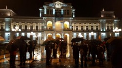 Hărţuirea Justiţiei şi Revoluţia Fiscală i-a scos pe arădeni în ploaie