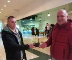 La datorie şi în timpul liber! Un jandarm din Arad a înapoiat portofelul pierdut de un arădean aflat la cumpărături