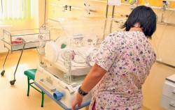 O maternitate din România este în alertă. Doi bebeluși au murit
