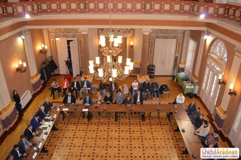 """""""Strângeri de mâini"""", la Arad. Consilierii locali din Arad şi Gyula vor susţine o şedinţă comună în sala Ferdinand"""