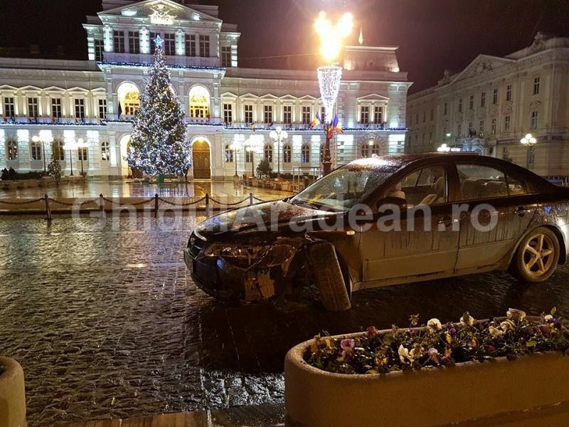 Organizatorii Balului Bobocilor de la Colegiul Naţional Vasile Goldiş, implicaţi într-un accident rutier în faţa primăriei