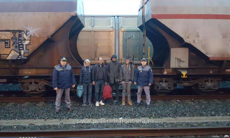 Trei libieni şi un algerian, ascunşi într-un tren marfar, depistaţi la Punctul de Trecere a Frontierei Curtici