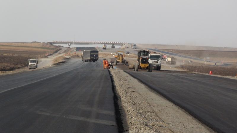 Număr record de km de autostradă promişi de Guvern, pentru 2018