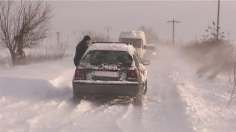 Când sunt obligatorii anvelopele de iarnă? Recomandările poliţiştilor