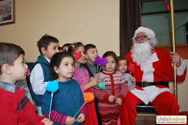 Moş Crăciun a trecut pe la Centrul Social Cantina Municipală