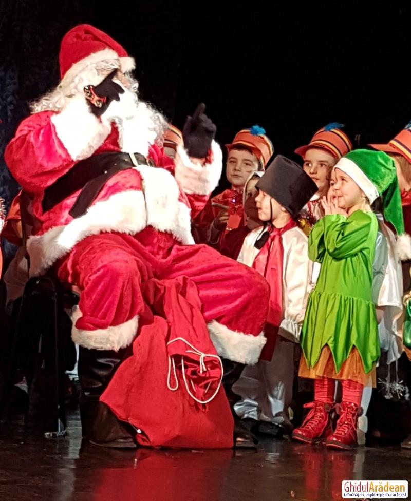 Moș Crăciun a fost prezent la serbarea preșcolarilor de la Grădinița Bambi din Arad