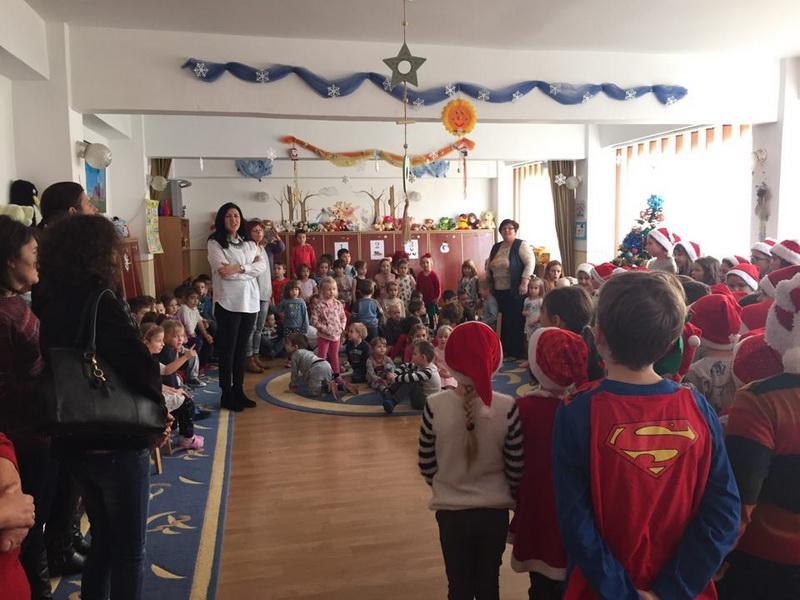 Acțiune în cadrul Parteneriatului educațional între Grădinița PP nr. 11 Arad și Școala Gimnazială Aron Cotruș cu ocazia sărbătorilor de iarnă