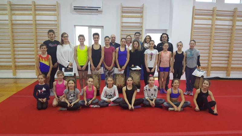 Sportivii de la CS Universitatea Arad, premiaţi de Asociaţia Sfântul Martin, la întoarcerea de la lotul naţional