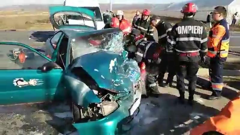 Grav accident de circulație în a doua zi de Crăciun. O persoană a murit, alte 8 au fost rănite
