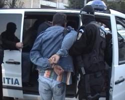 Urmărit naţional din Neamț, depistat în Iratoșu de polițiștii arădeni