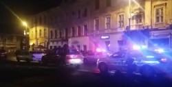 Răzbunare în stil mafiot, în centrul Aradului! Un poliţist a fost lovit şi tăiat cu maceta de către două persoane cercetate penal