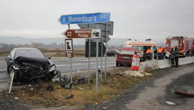 Grav accident de circulație în vestul țării. Cinci persoane au fost rănite
