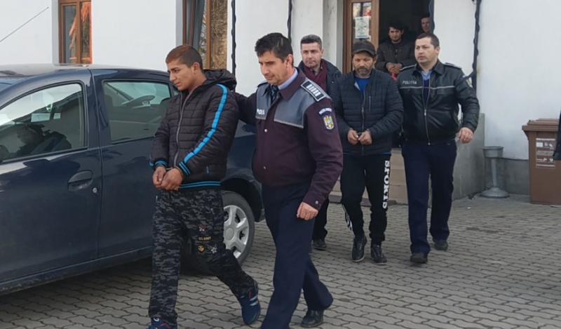Hoţii de motorină prinşi în fapt de poliţiştii din Ineu au fost arestaţi pentru 30 de zile