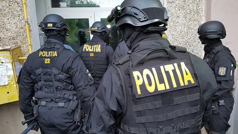 Polițist de la Antidrog, lovit de mașina unui traficant de droguri în timpul unui flagrant