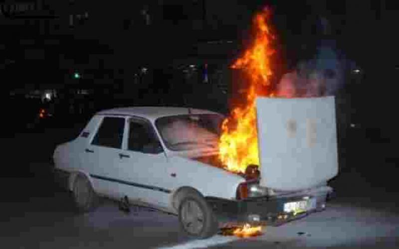 Un autoturism a ars în totalitate, în zona Miorița