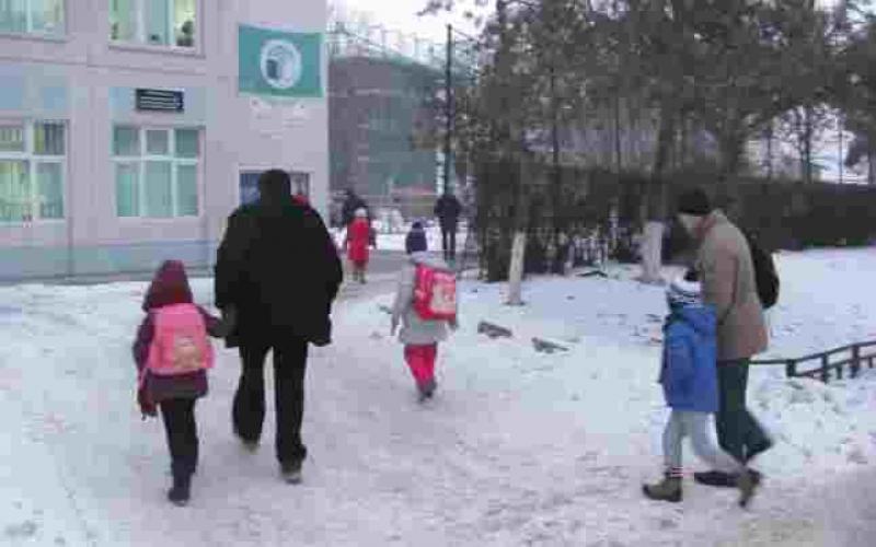 O altă bombă aruncată tuturor părinților, de cei din PSD. Liviu Pop vrea sa închidă școli și grădinițe