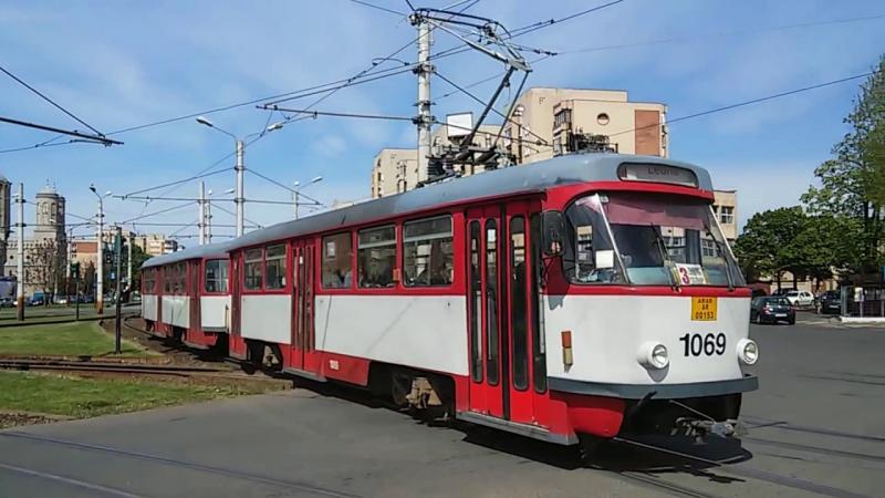 Hoţii de buzunare revin în tramvaiele din Arad! Un bărbat din Iaşi, prins în timp ce fura portmoneul unei femei