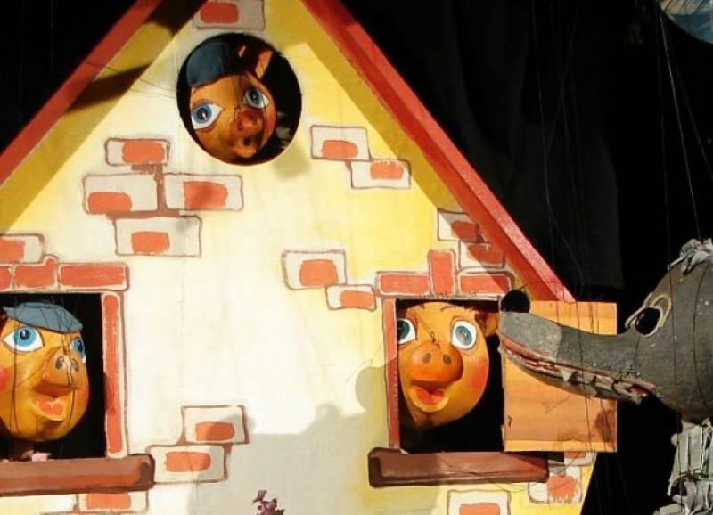 Iubitorii de povești cu tâlc sunt poftiți la teatru!