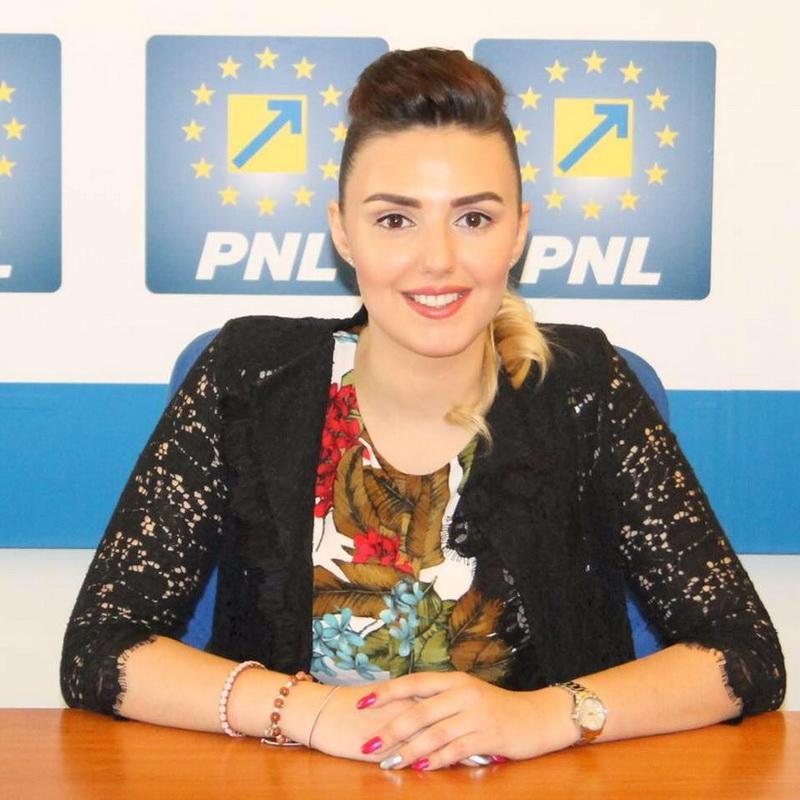"""Patricia Dinga (PNL): """"În loc să voteze bugetul, pesedistul Vărcuș recită poezii!"""""""
