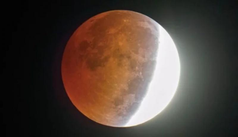 Luna albastră- sângerie, fenomen astronomic nemaiîntâlnit de 150 de ani, va putea fi admirată astăzi