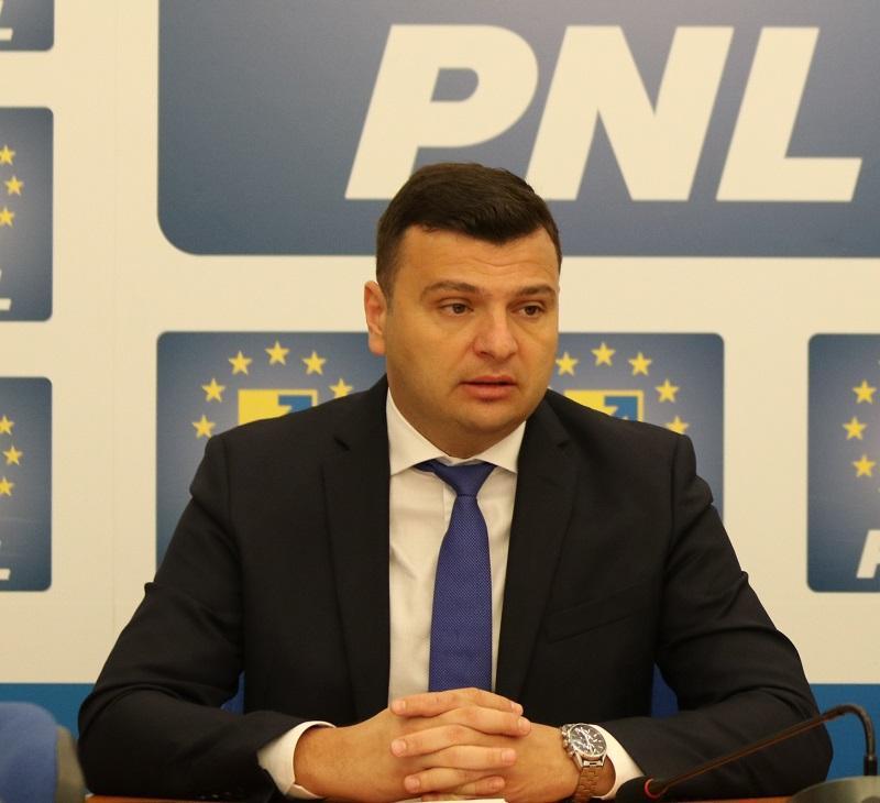 """Sergiu Bîlcea (PNL): """"Străzi reabilitate, un pod nou și sală de sport în Aradul Nou!"""""""