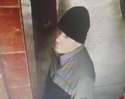 Pedofilul din lift a fost prins! Are 45 de ani şi este agent al Poliţiei Rutiere