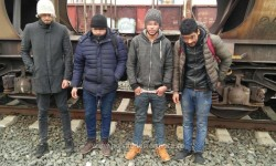 Bărbaţi din Libia şi Maroc, ascunşi sub autoturismele de pe platforma unui tren internaţional, depistaţi la frontieră