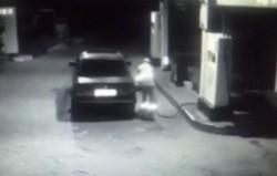Cu numere false, la furat de carburant, din staţia PECO. Poliţiştii i-au prins pe cei doi tineri!