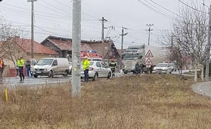 O tânără însărcinată, transportată la spital, în urma unui accident rutier