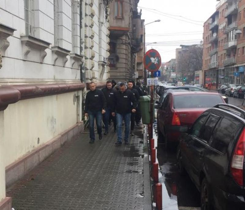 Doi agenți de pază din Arad, reținuți de polițiștii arădeni