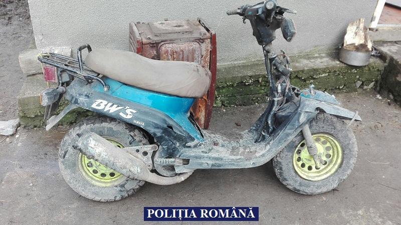 Polițiștii din Lipova au arestat un tânăr, care a furat un moped și l-a condus fără a deține permis