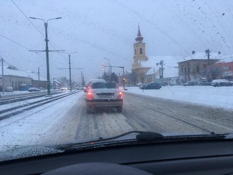 Amendaţi că nu au deszăpezit şoselele din municipiu