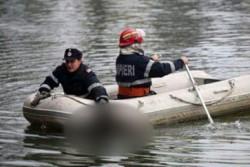 Trupul bărbatului care s-a aruncat cu maşina în lacul Ghioroc a fost găsit