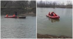 Un călugăr a rămas blocat pe bacul de pe Râul Mureş