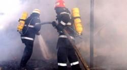 O fetiță s-a ales cu răni de gradul II la față și mâini, după ce a dat foc la casă