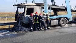 Autocamion în flăcări pe autostrada Arad-Timișoara