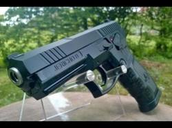 """Panică la Colegiul """"Mihai Viteazul"""" din Ineu! Un elev a intrat în şcoală înarmat cu un pistol"""