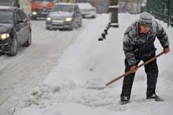 Curăţaţi-vă trotuarele din dreptul imobilelor, în caz contrar Poliţia Locală te poate amenda