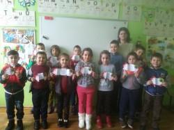 Elevii clasei pregătitoare din Mândruloc au pregătit mărțișoare cu suflet, pentru mămici