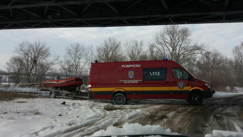 O nouă alertă pentru pompierii arădeni! Un tânăr s-a răsturnat cu caiacul în râul Mureş!